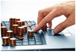 Монеты на клавиатуре компьютера