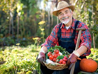 Фермер с продукцией собственного производства