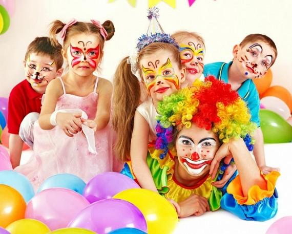 дети с клоуном
