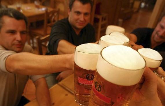 В летний сезон продажи пива возрастают в 3-4 раза