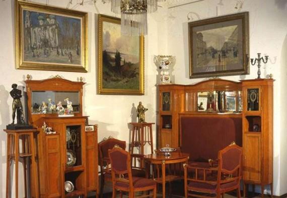 В период кризиса люди продают дорогие предметы искусства за небольшие деньги