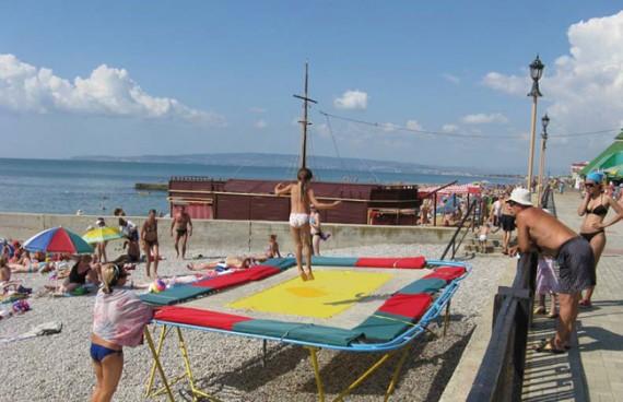 Батут на пляже