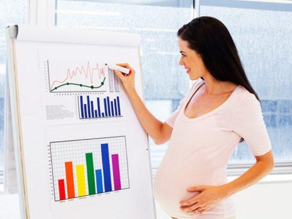 Беременная работает