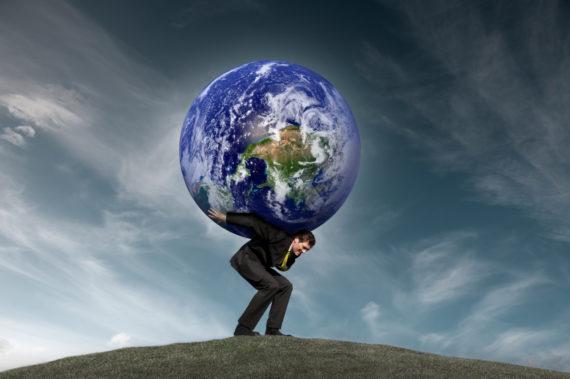 Человек с земным шаром