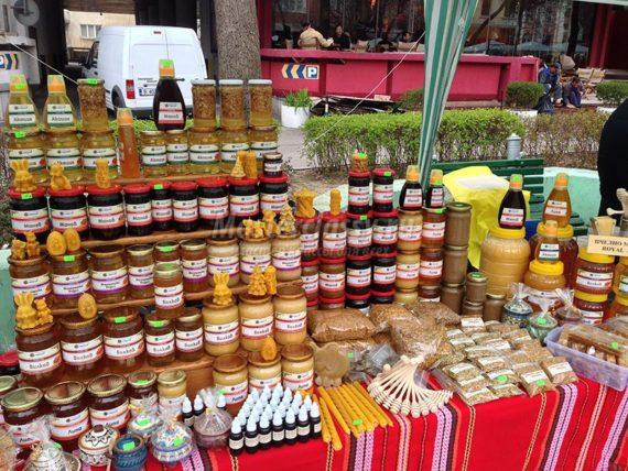 Пример медовой продукции на ярмарке