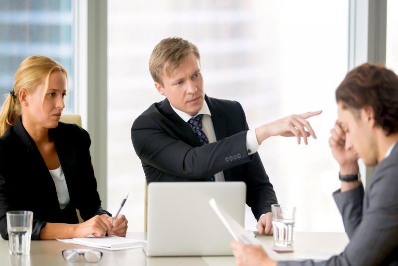 Cмена генерального директора в ООО должна сопровождаться внесением соответствующих изменений в ЕГРЮЛ