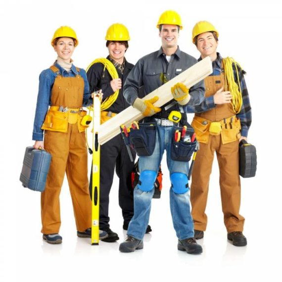 Сотрудники фирмы по ремонту квартир