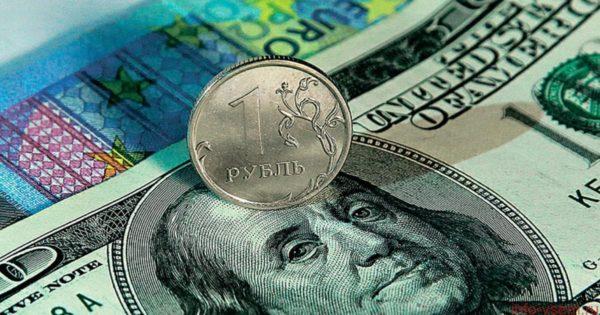 В чем хранить россиянам свои сбережения?