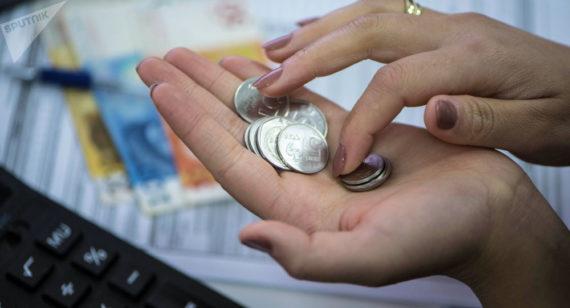 фото монет в руке