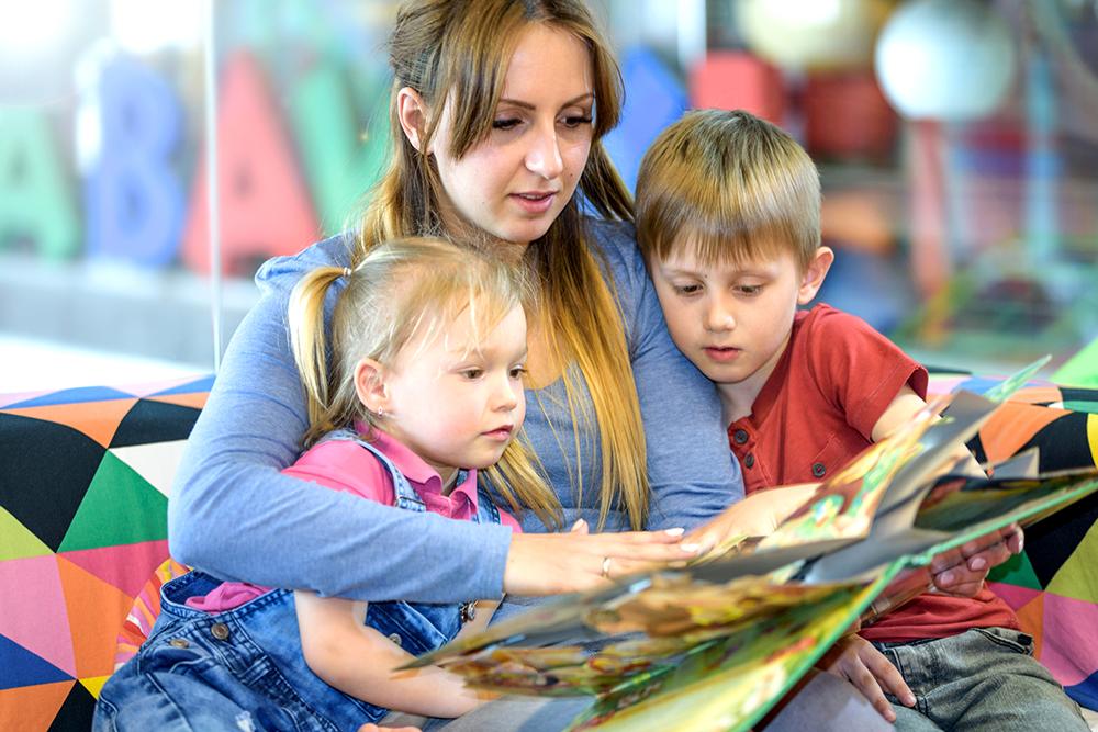 Выплаты на детей от 3 до 7 лет малоимущим семьям: как оформить через Госуслуги, изменения, последние новости