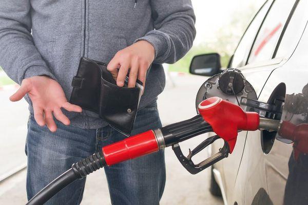 Почему в россии дорогой бензин при дешевой нефти
